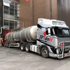 Kemikaalikuljetus säiliöperävaunu